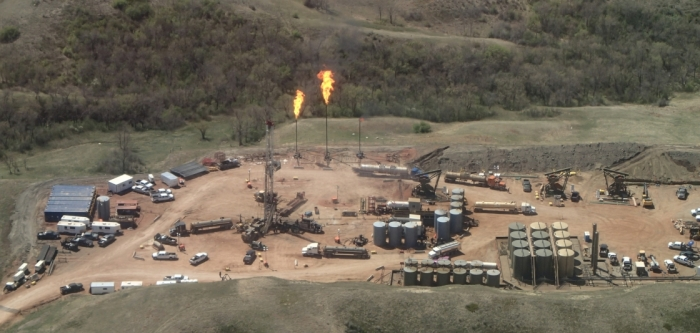 photo-bakken-nd-oil-and-gas-field